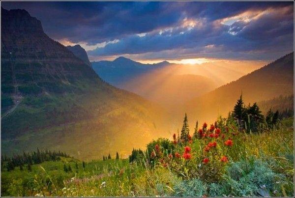 Montagnes sous un coucher de soleil - Photo coucher de soleil montagne ...
