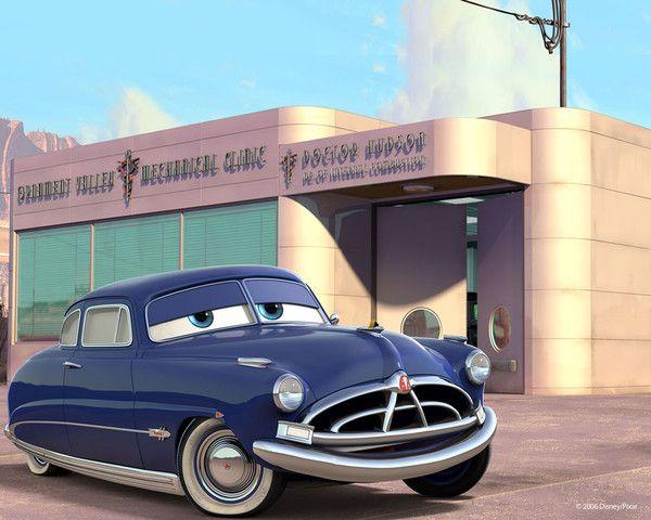 Doc Hudson devant son 'cabinet de médecin'